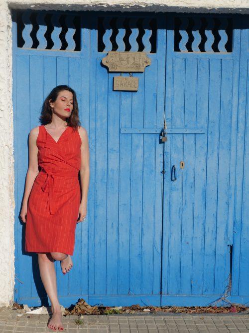 Vestido cruzado Aina rojo estilo mediterráneo moda sostenible